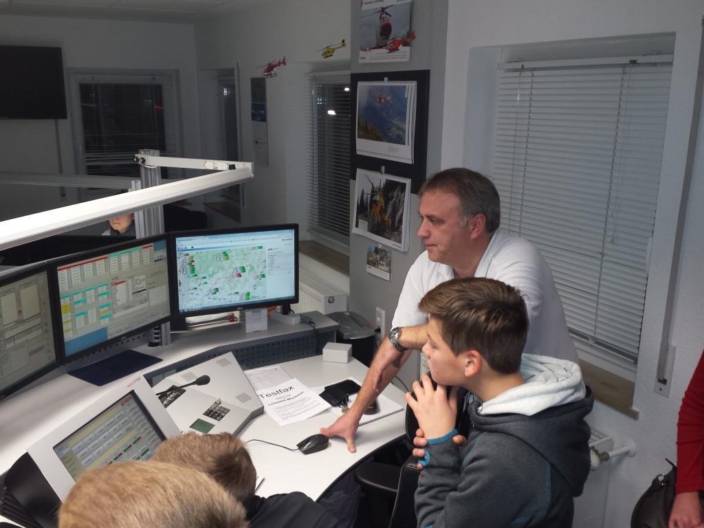 JFW besucht Rettungsleitstelle